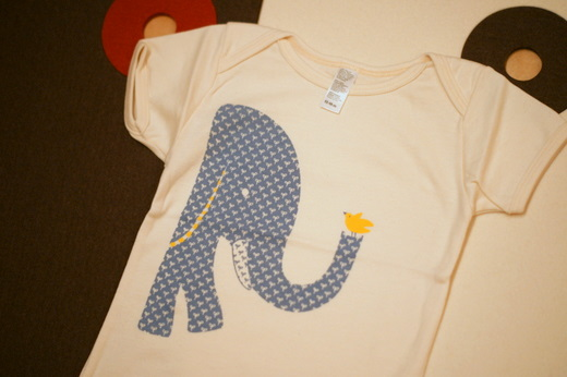 little baby company ゾウのTシャツ
